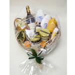 Geschenkkorb-mit-Honig,-Wein,-Kosmetik,Bienenwachskerze